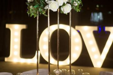 Geometric-frame-centrepiece-with-greenery-and-florals-pic-2
