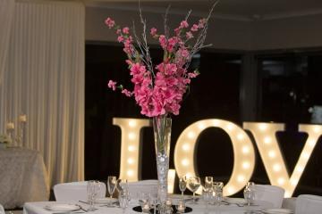 lumin8-events-decor-0028-pink-gladiolus-w-trumpet-vase