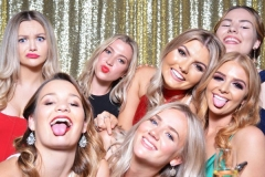 Photo-Booth-Backdrop-Gold-Sequins
